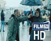 Gaza Mon Amour Trailer Deutsch German (Rani Massalha, Marie Legrand - OT: Gaza Mon Amour)<br/>▶ Abonniere uns! https://www.film.tv/go/abo<br/>Kinostart: 22.07.2021<br/>Alle Infos: https://www.film.tv/go/54787<br/><br/>Like uns auf Facebook: https://www.facebook.com/film.tv<br/>Folge uns auf Twitter: https://twitter.com/filmpunkttv<br/>Abonniere uns bei Instagram: https://www.instagram.com/film.tv<br/>Nichts mehr verpassen mit unserem kostenlosen Messenger Abo: https://www.film.tv/go/34118<br/>Ganzer Film bei Amazon: https://www.amazon.de/gp/search?ie=UTF8&keywords=Gaza+Mon+Amour+Trailer&tag=filmtvde-21&index=blended&linkCode=ur2&camp=1638&creative=6742<br/><br/>Der 60-jährige Junggeselle Issa ist heimlich in die Witwe Siham verliebt, die er täglich auf dem Markt sieht. Es braucht einen Ruck, damit sein Liebeswerben endlich Fortschritte macht. Gaza Mon Amour Trailer: Kino-Romanze in Palästina.Inhalt: Der 60-jährige Junggeselle Issa führt ein ruhiges, einsames Leben als einfacher Fischer im Hafen von Gaza. Heimlich ist er in die Witwe Siham verliebt, die er täglich an ihrem Marktstand beobachtet, wo sie als Schneiderin arbeitet. Sein Liebeswerben verläuft allerdings so versteckt und langsam, dass sich kaum Fortschritt einstellt. Als ihm eines Tages ein ungewöhnlicher Fang ins Netz geht ist es mit dem ruhigen Leben jedoch vorbei. Eine antike Apollo-Statue mit unübersehbarem erigiertem Penis stürzt den Fischer ins Chaos. Eine solch obszöne Figur ruft die Sittenpolizei des Gaza-Streifens auf den Plan. Issa muss einen Gang zulegen, um sich aus den Fängen der Behörden zu befreien und gleichzeitig endlich sein Liebesleben in den Griff zu bekommen.Schauspieler: Salim Dau, Hiam Abbass, Maisa Abd Elhadi, George Iskandar, Manal Awad, Hitham Al Omai